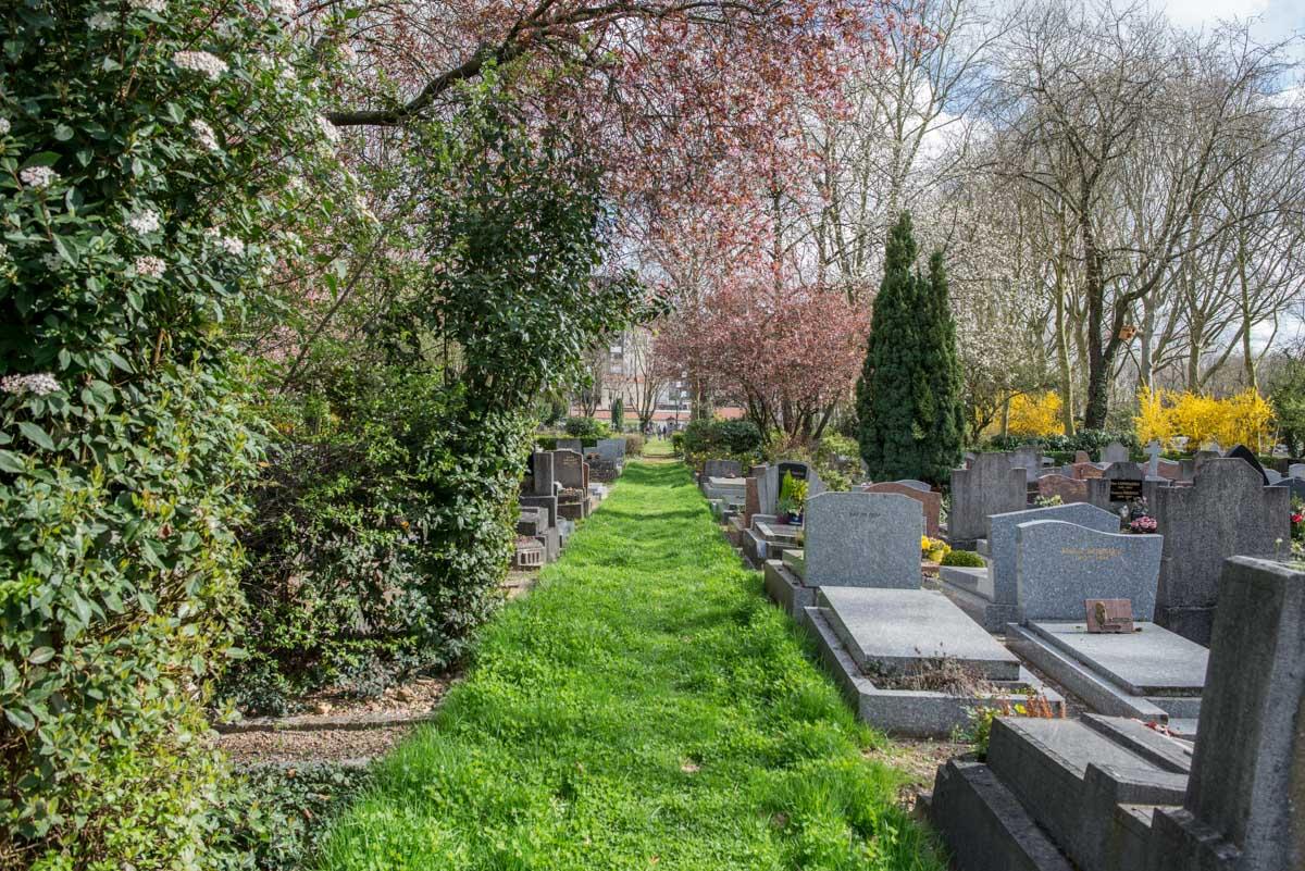 L'oubli - Georges Rodenbach 63911_-_Cimetiere_parisien_dIvry-2