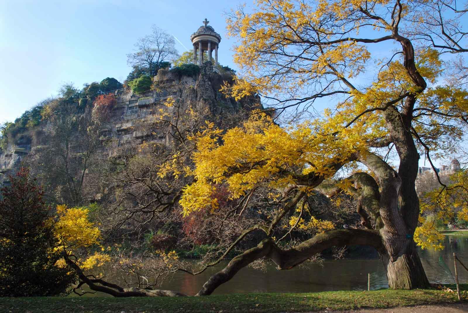 Parc des Buttes-Chaumont in Autumn