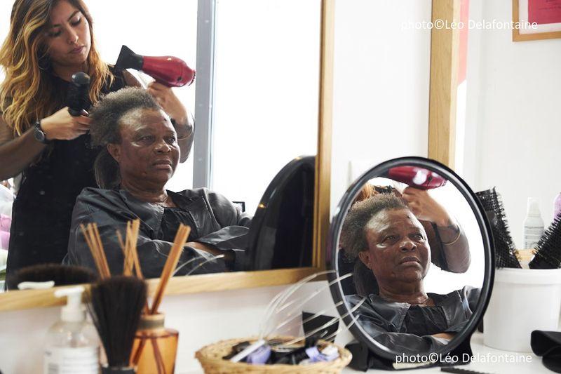 Marie, coiffeuse au Salon de beauté solidaire Joséphine