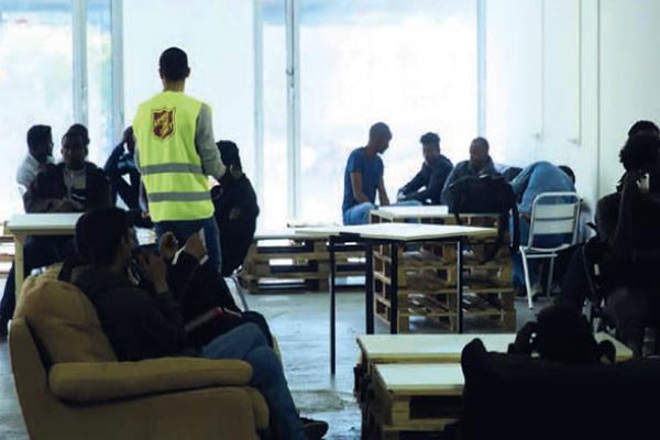 Espace de repos au sein de l'Accueil d'urgence humanitaire ouvert en mai 2019, Porte de la Chapelle